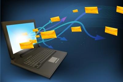 Laptop-emailflying